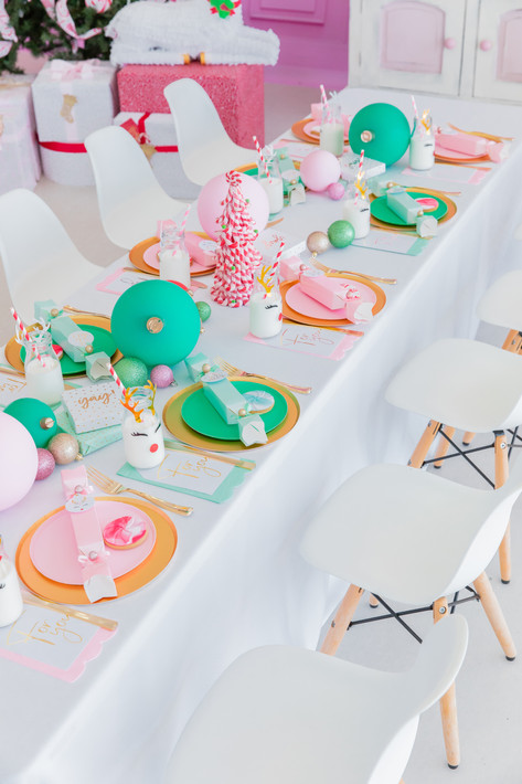 Tableware supplied by Favorlane Party