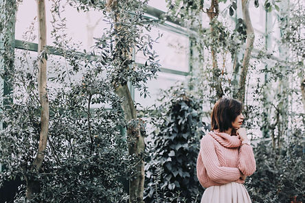 Vrouw in een Greenhouse