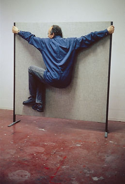 Erwin-Wurm-One-Minute-Sculpture-1997-1.j