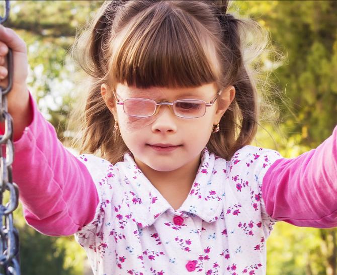 Paralisia dos olhos: como tratar?