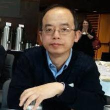 Chi Chen Headshot.jpg