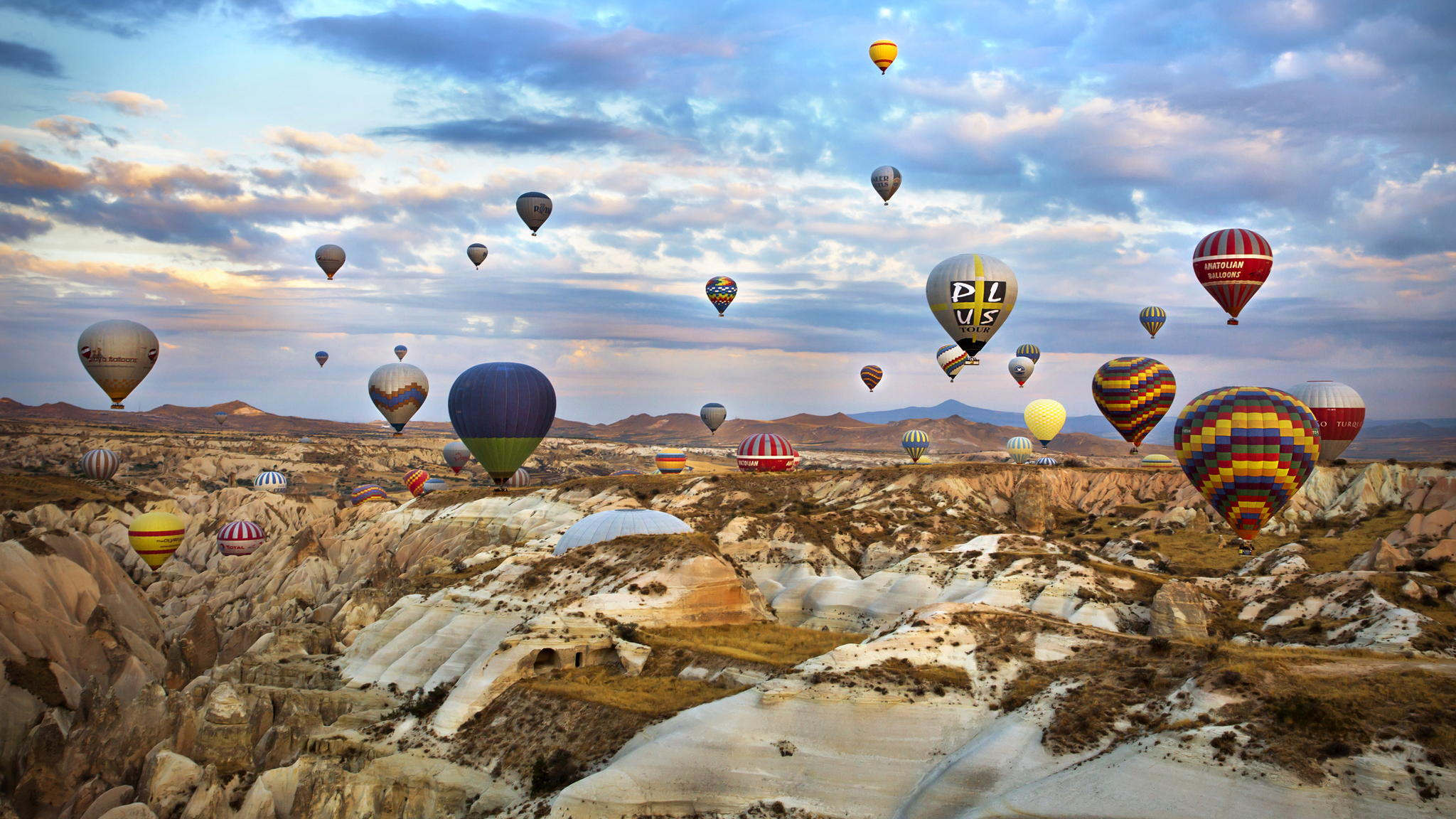 Cappadocia-hot-air-balloon-desktop-background-wallpaper-image-free-download