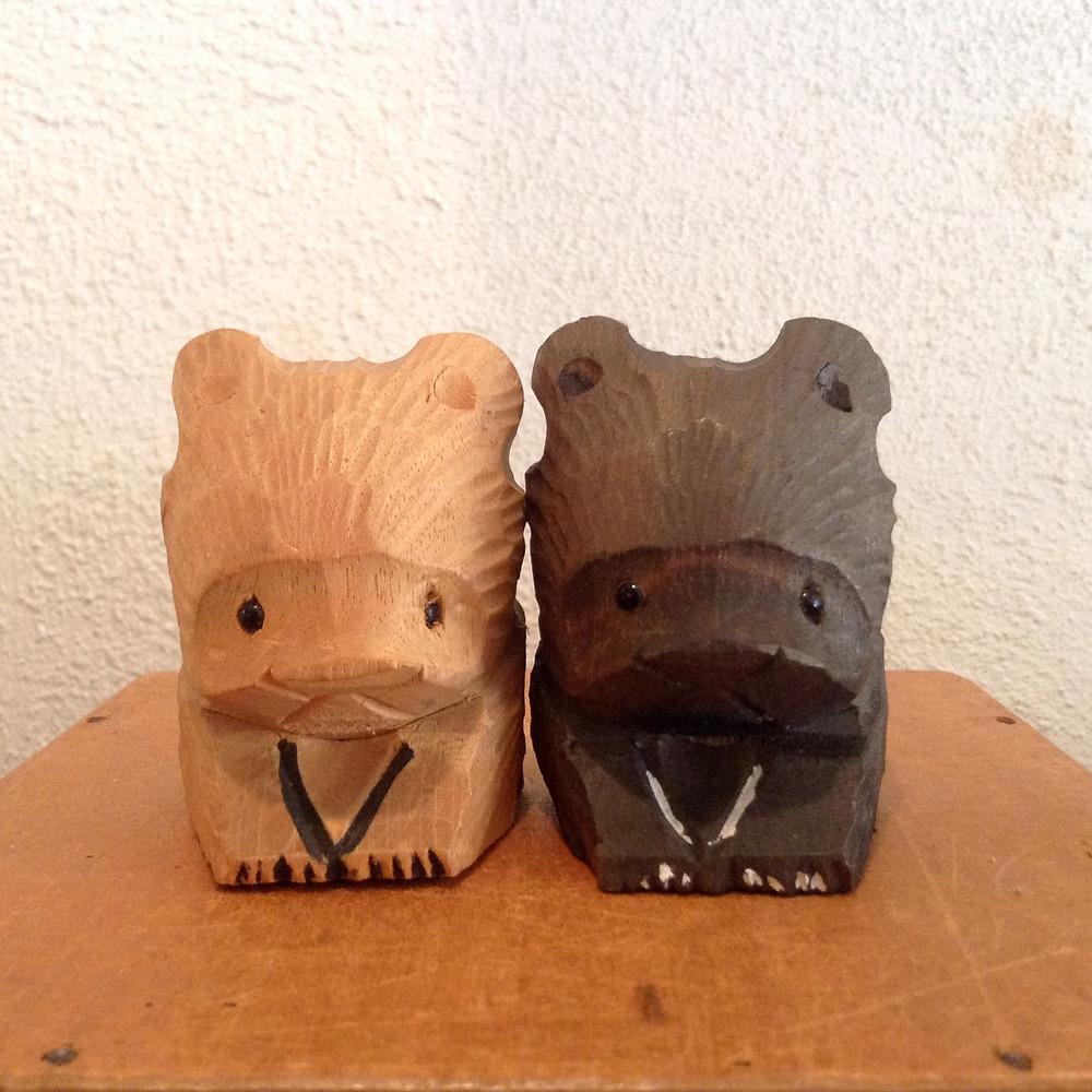 二頭身木彫り熊