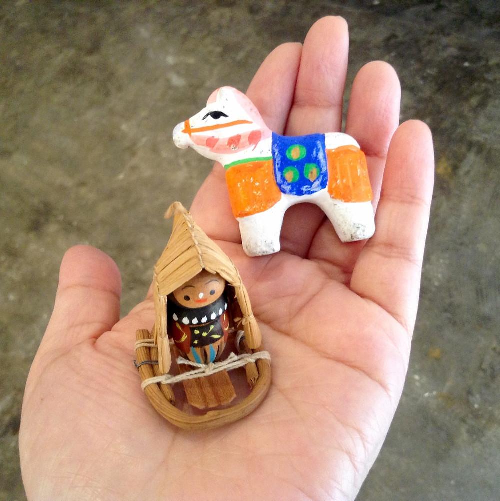 土人形の馬、雪ん子