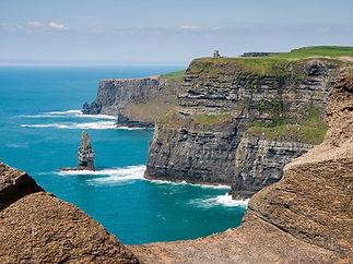 1200px-Cliffs_of_Moher_bei_bestem_Wetter