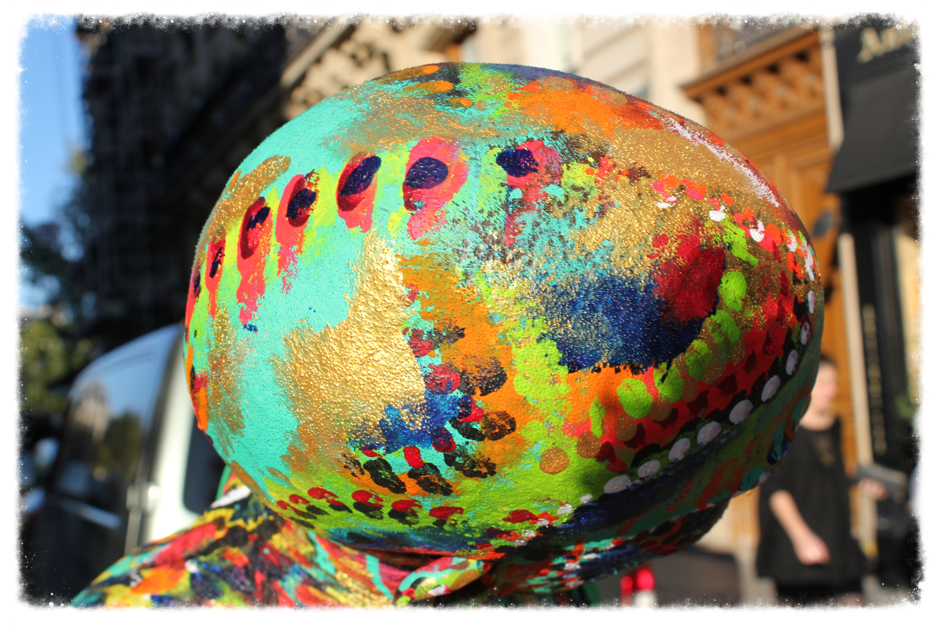 Body painting, Notre Dame
