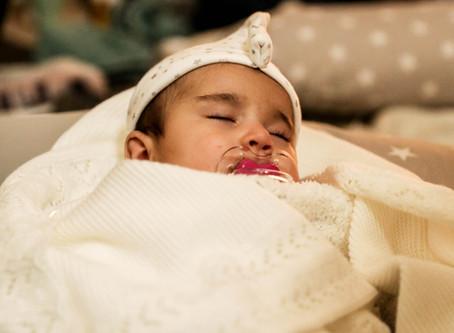 Faut-il emmailloter les bébés ?