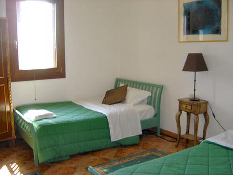 Guestroom Twin 6.jpg
