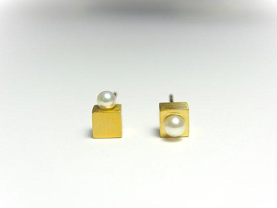 E001K   Asymmetry Cubic Earrings (Gold)
