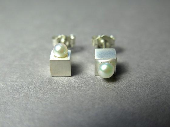 E001SS   Asymmetry Cubic Earrings (Silver)