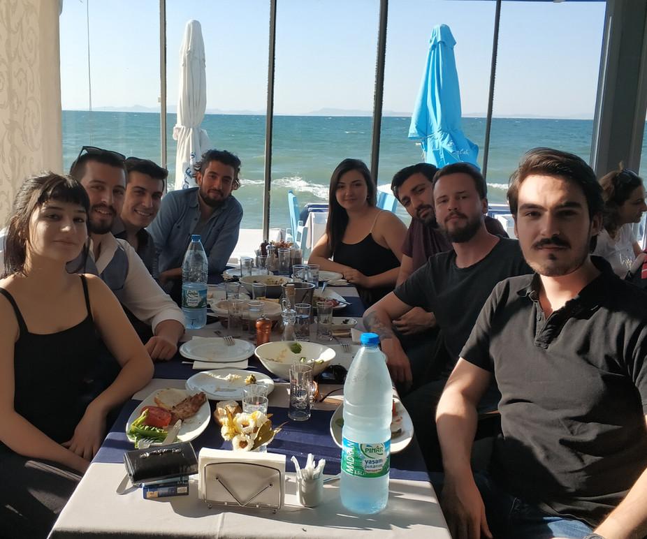 Yrd. Yönetmenler Yemeği