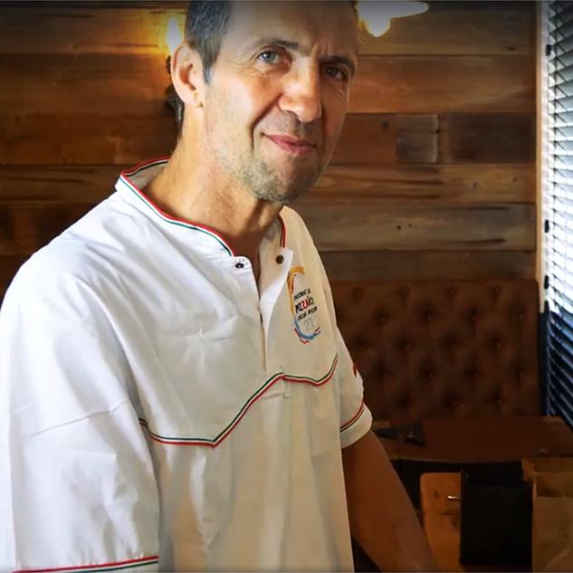 Toni, gérant de la Pizzeria Gennaro