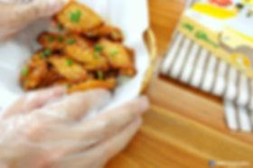 เอ็ม โกลฟ ถุงมือพลาสติก เจ้าเดียวในตลาดที่มีปุ่นกันลื่นจริง!  Food Grade ทำจากพลาสติกคุณภาพสูง เหนียวนุ่ม ไม่ขาดง่าย ใช้ในการประกอบอาหารหรือประยุกต์ใช้ได้ตามความต้องการ