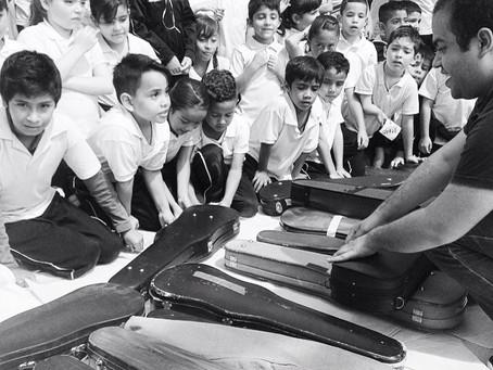 Envoi d'instruments pour les enfants de Guadalajaja