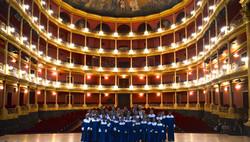 12Con los Ninos de la Fundacion en el Teatro Degollado despues de un concierto