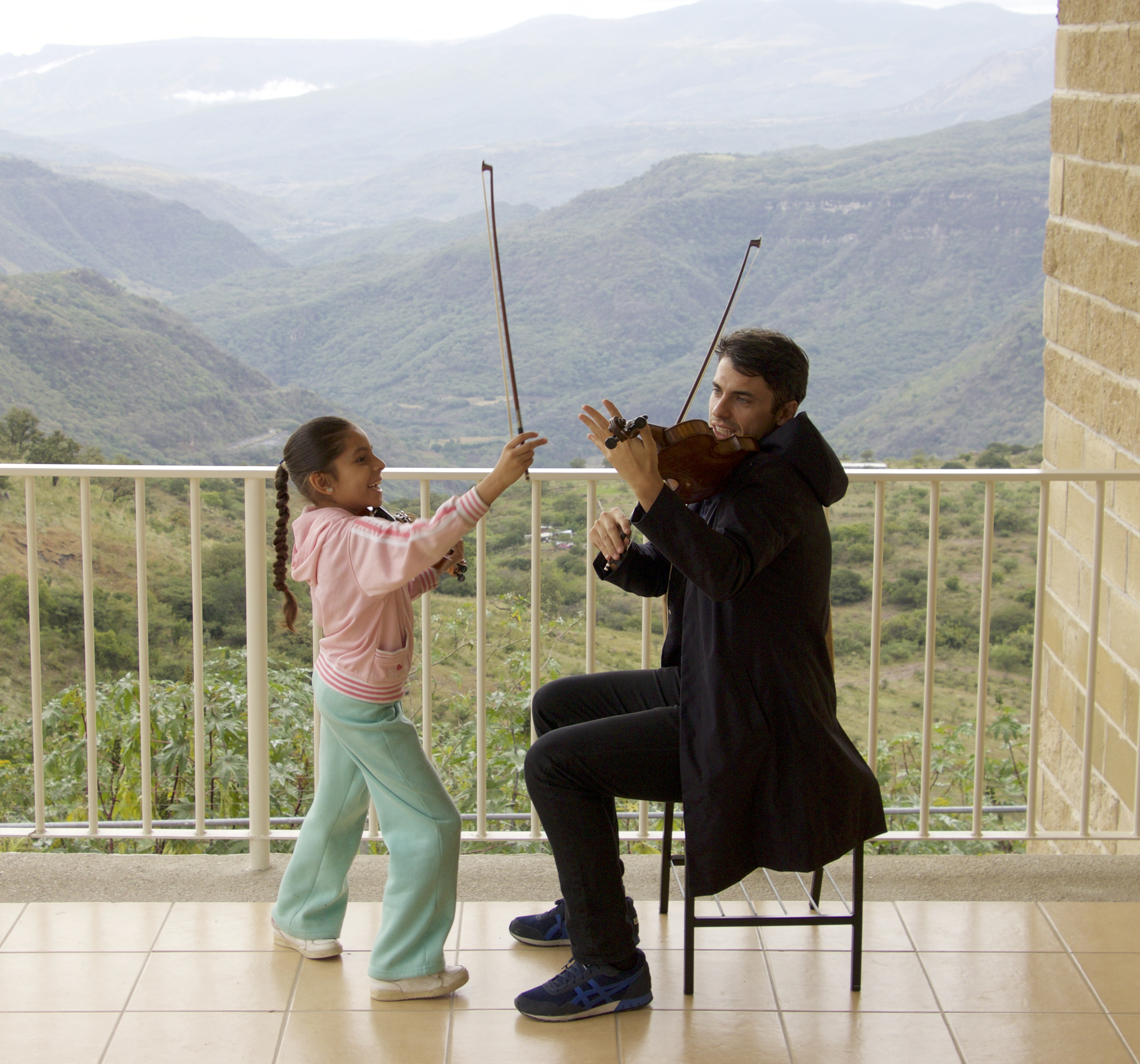 11Anette; de la Fundacion me da mi primera clase de violin