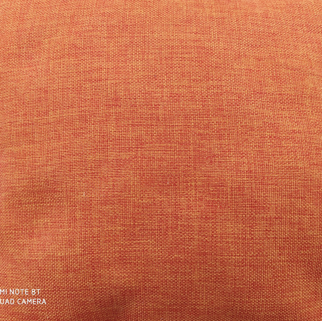το... διάσημο πορτοκαλί μαξιλάρι