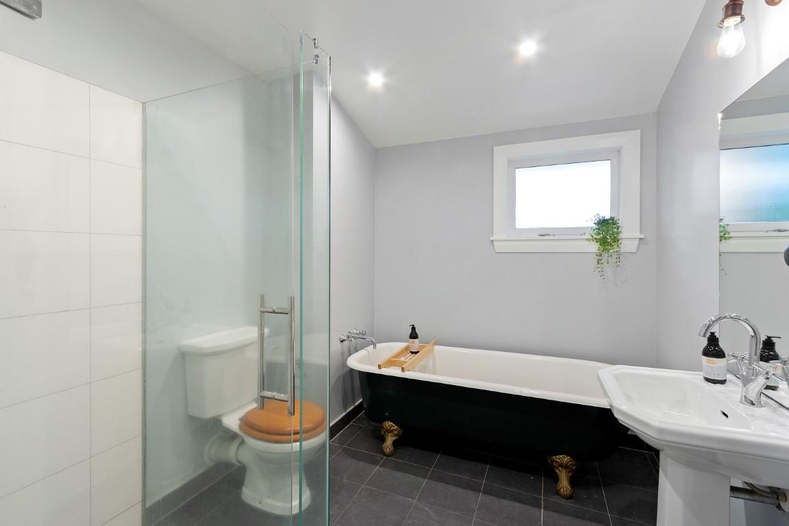 12 Westminster Street - Bathroom 2