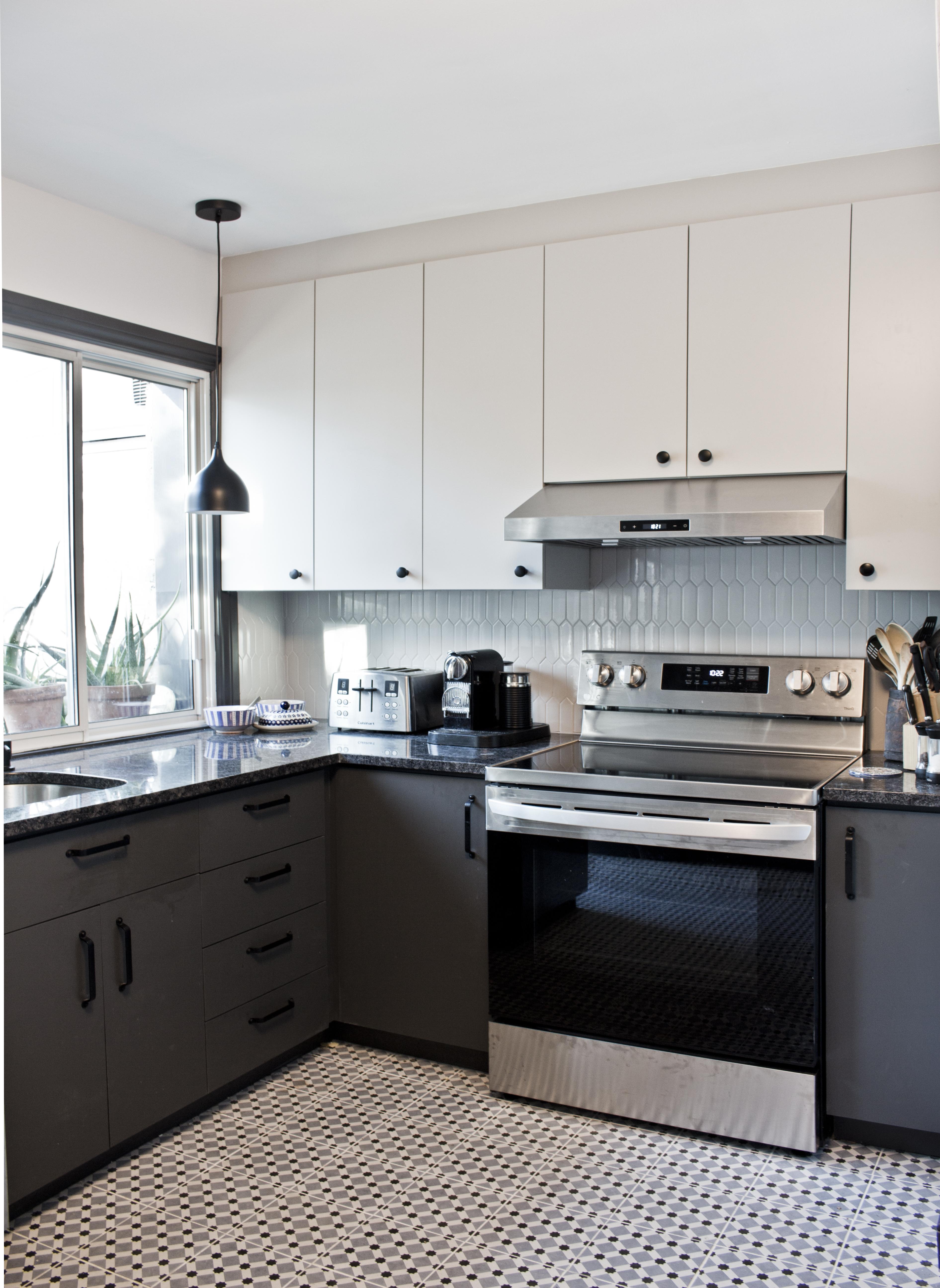 dark light kitchen cabinets