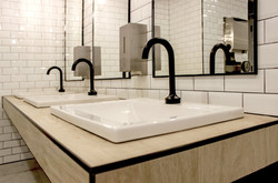 WC cours Mont-Royal