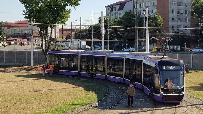 După jumătate de secol: Timișoara își testează noul tramvai tehnologizat, produs de consorțiul turco-german Bozankaya-Sileo. Vehiculul respectă standardele UE, are zero emisii de dioxid de carbon și depășește un record mondial
