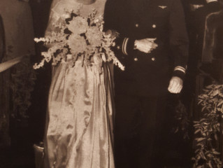 Ok, they weren't married at the chapel, but it's still a great pic!