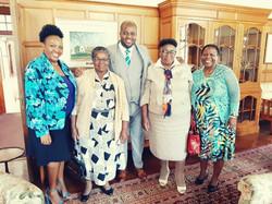 Mr Siphiwe Vilakazi and members of his f