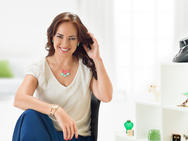 Cliente: Avon Ecuador Model: Olga Doumet