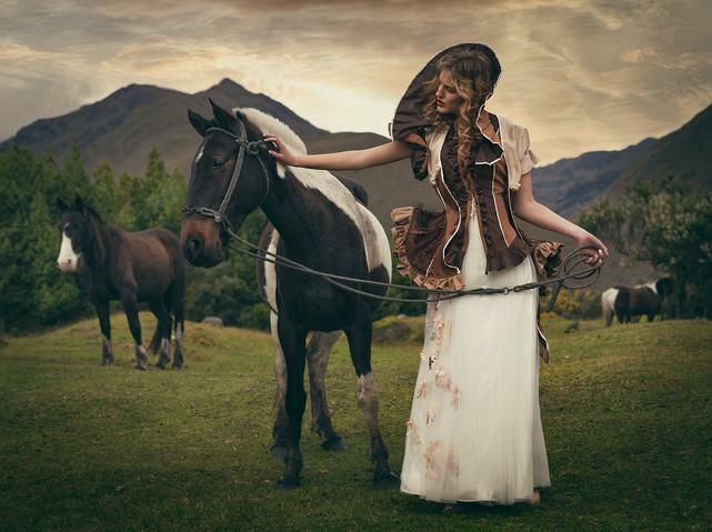 Model: Angee Torres Mua & Hair: Priscila Alvarado Styling: Isa Borrero Designer: Javier Astudillo Assistance: Alejandra Revelo