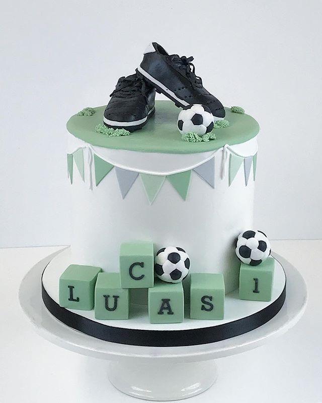 Tiny football shoes for Lucas first birthday party⚽️ #football #cake #fondantcake #birthday #boy #ka