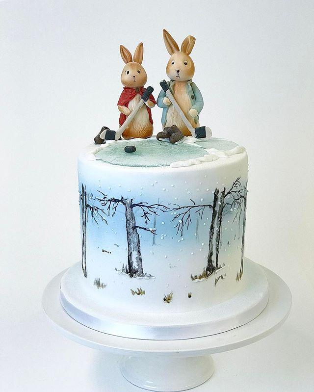 Peter Rabbit & Cotton tail playing ice hockey 🏑- Petteri kaniini ja sisko pelaamassa jääkiekkoa