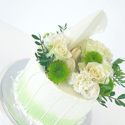 Buttercream cake with greens #cakes #cak