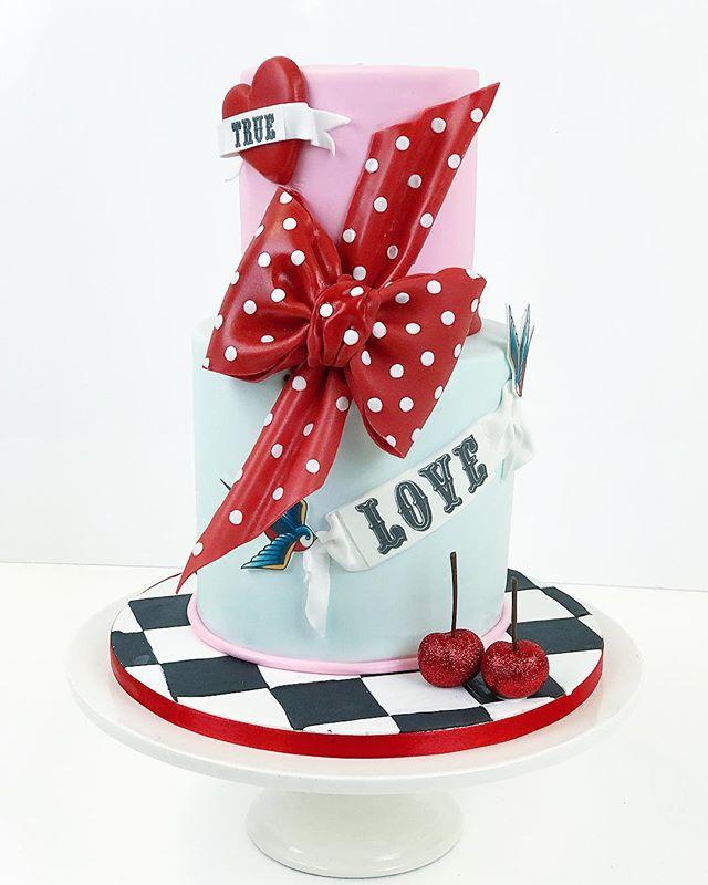 Rockabilly Christmas party cake🎄 #rockabilly #cake #party #frangipanibakery #kakku #pikkujoulu #tat