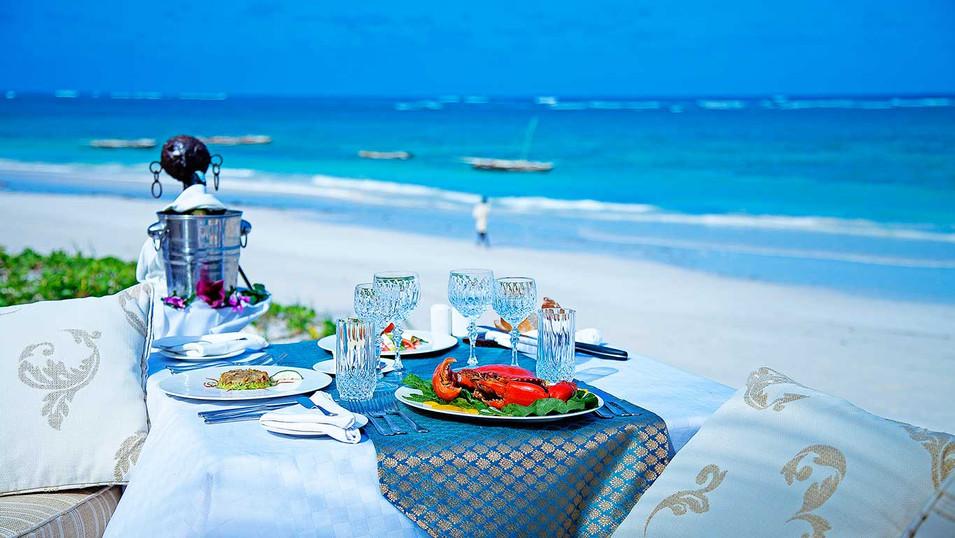 AfroChic---beach-side-lunch.jpg