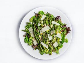 Салат з спаржі і квасолі під журавлиним-горіховим соусом