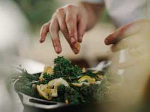 Салат з броколі, мигдалем і журавлиною
