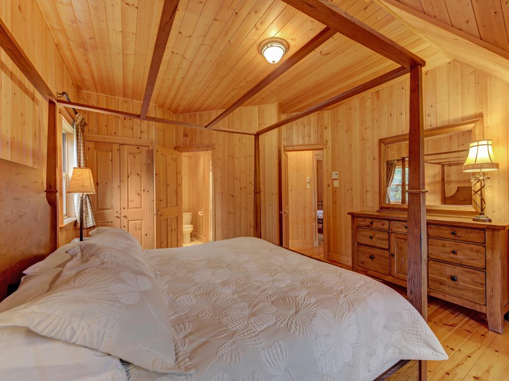 ChaletsOasis_Bear19_Master_Bedroom_2