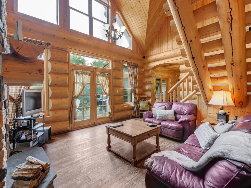 ChaletsOasis_Bear19_Living_Room