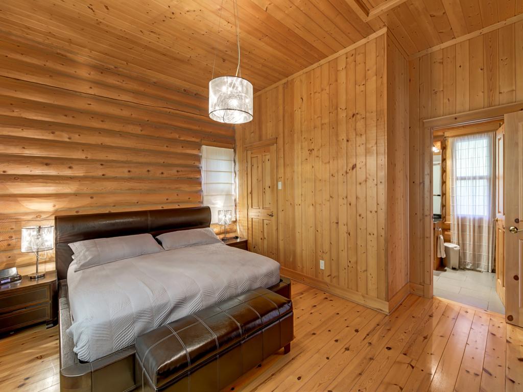 ChaletsOasis_Deer59_Master_Bedroom_1