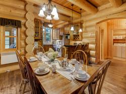 ChaletsOasis_Bear19_Dining_Room