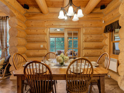 ChaletsOasis_Bear19_Dining_Room_2