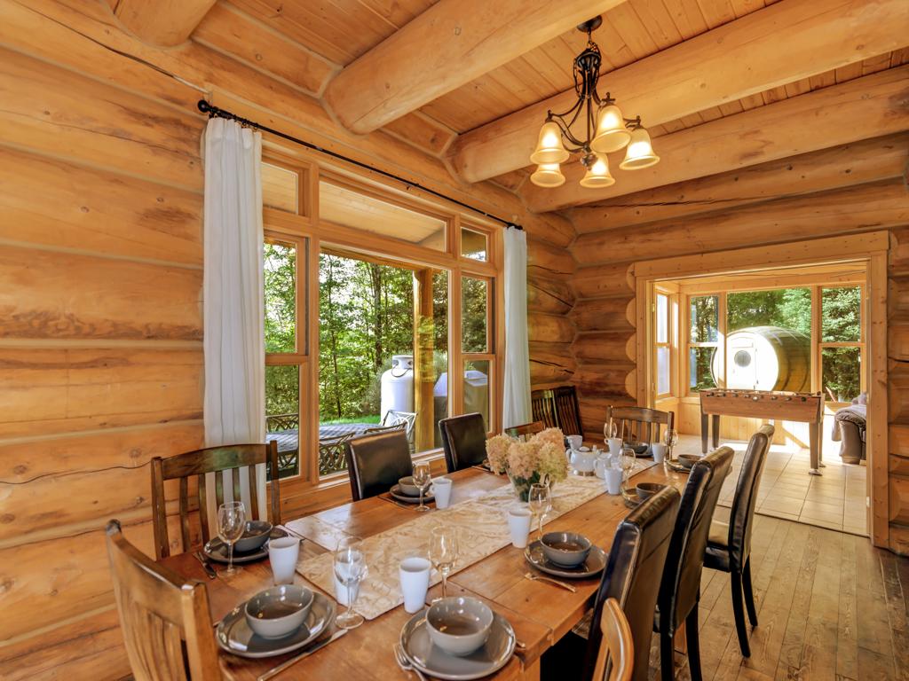 ChaletsOasis_LakehomeMoose33_Dining_Room