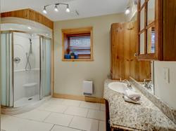 ChaletsOasis_Deer49_Third_Bathroom_1