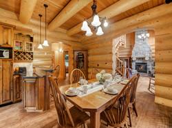 ChaletsOasis_Bear19_Dining_Room_Kitchen.