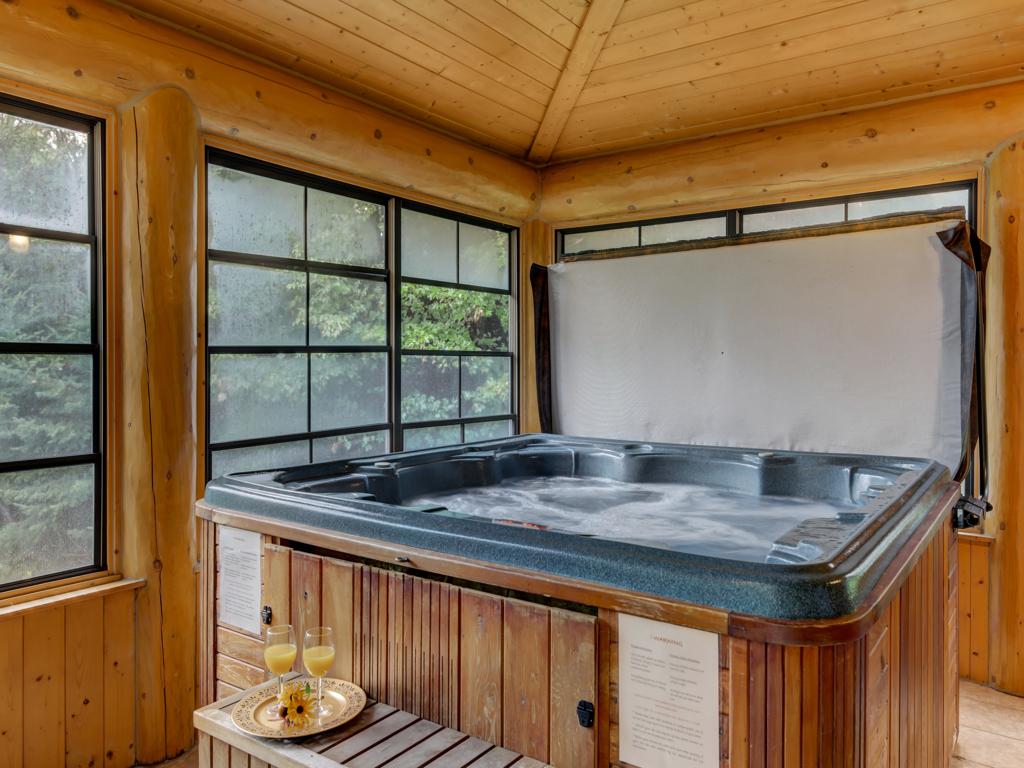 ChaletsOasis_Bear19_Hot-tub