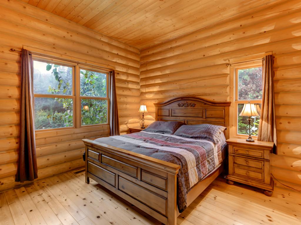 ChaletsOasis_Deer4_Master_Bedroom