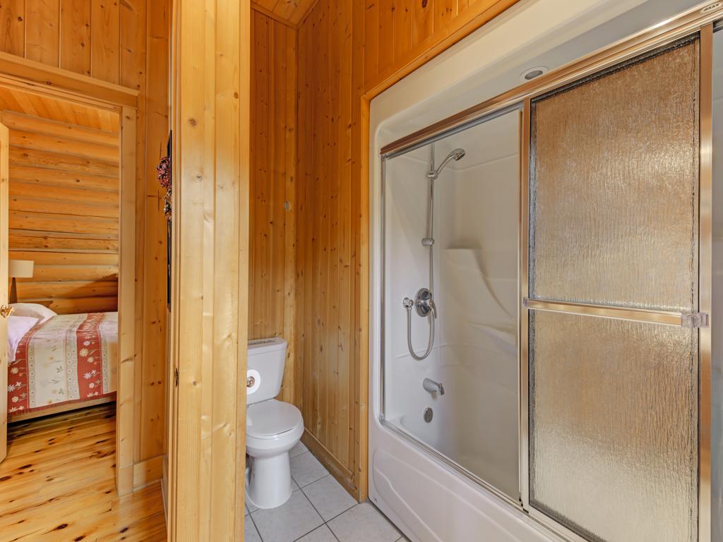 ChaletsOasis_Deer6_Guest_Bathroom