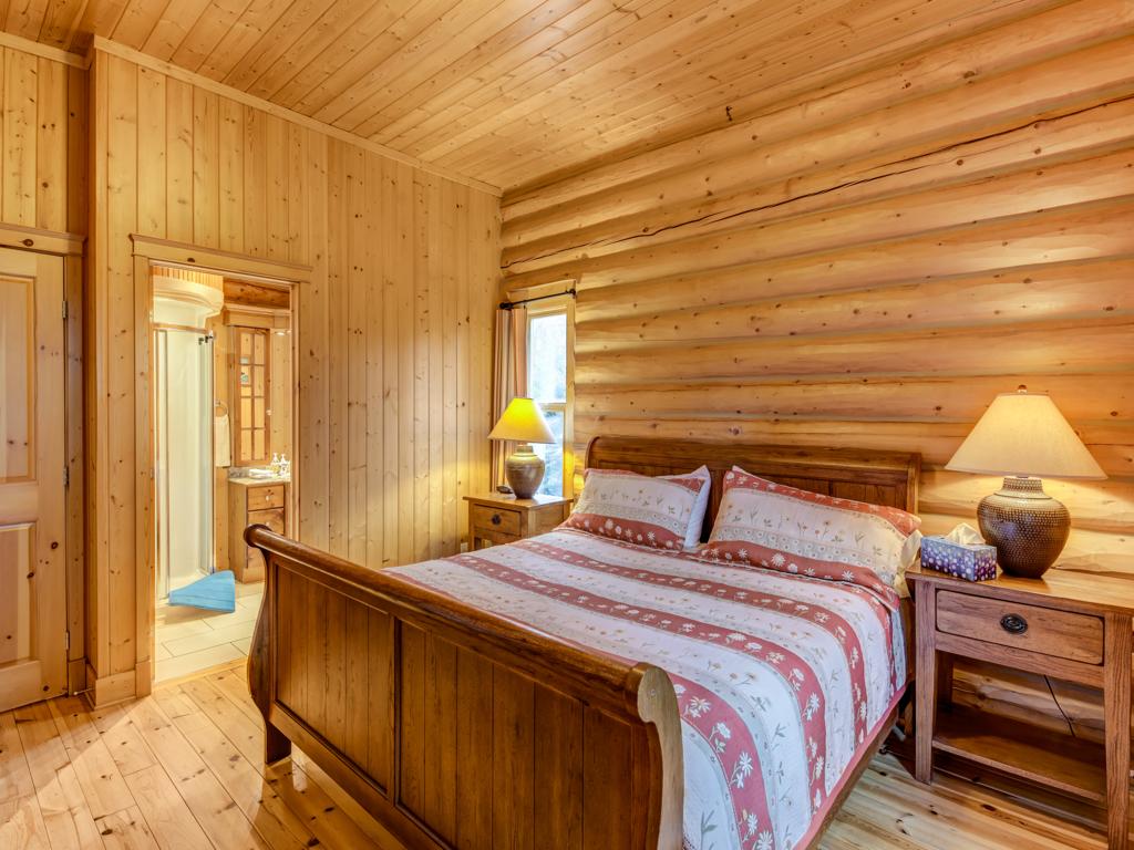 ChaletsOasis_Deer49_Master_Bedroom_1