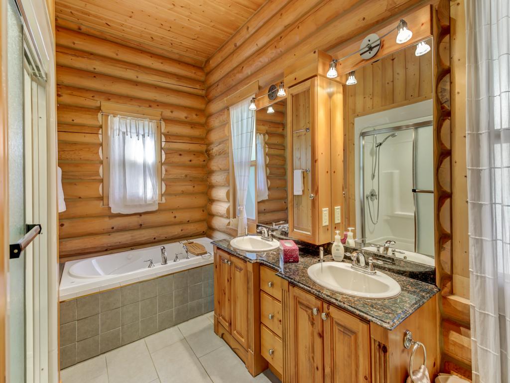 ChaletsOasis_Deer59_Master_Bathroom