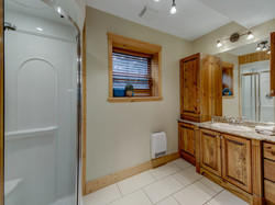 ChaletsOasis_Deer49_Third_Bathroom